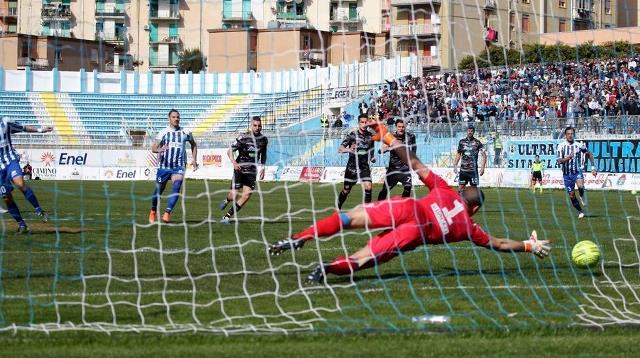L'Akragas conquista derby e salvezza: 3-2 al Catania (Video)