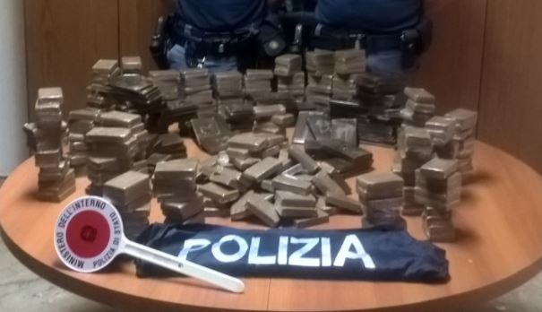 Sbarca da traghetto con 44 chili di hashish in auto, arrestato