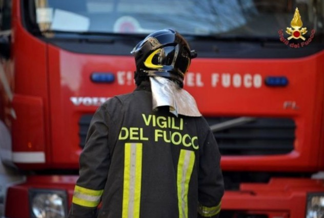 Scoppia incendio in resort: soccorse trenta persone