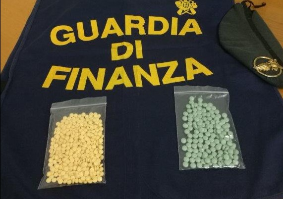 Sequestrate 600 pasticche di potente oppiaceo, arrestate due persone