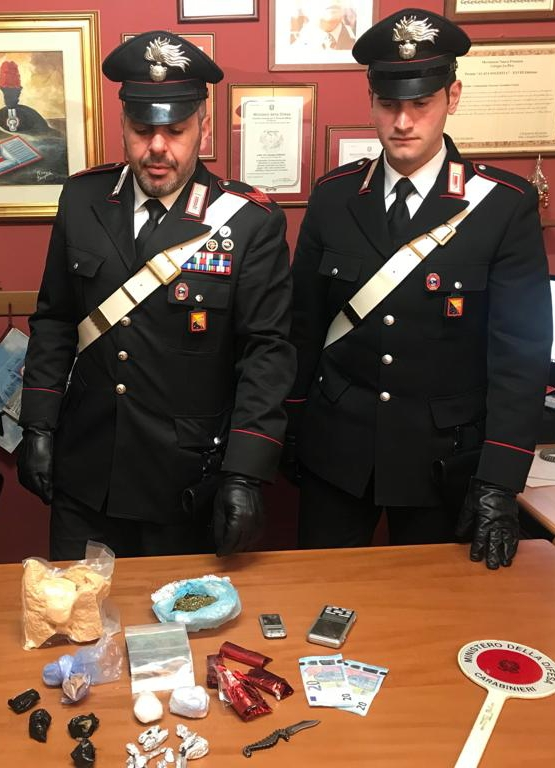 In garage nasconde un chilo di marijuana, arrestato