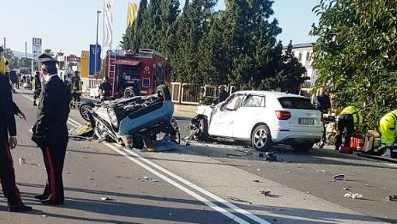 Incidenti stradali: Smart tamponata da due Audi: un morto