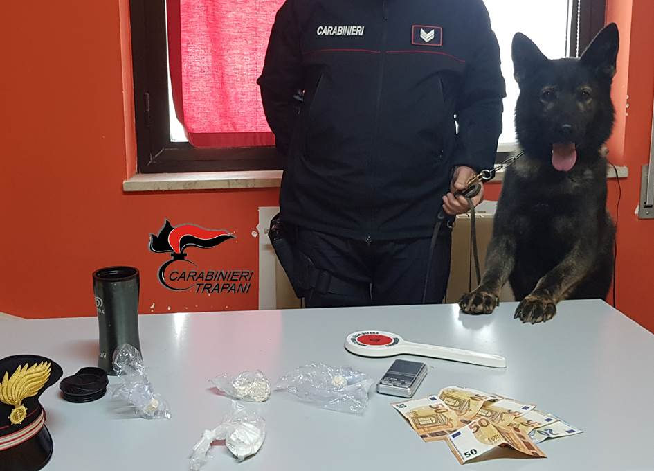 In casa con cocaina ed eroina: arrestato